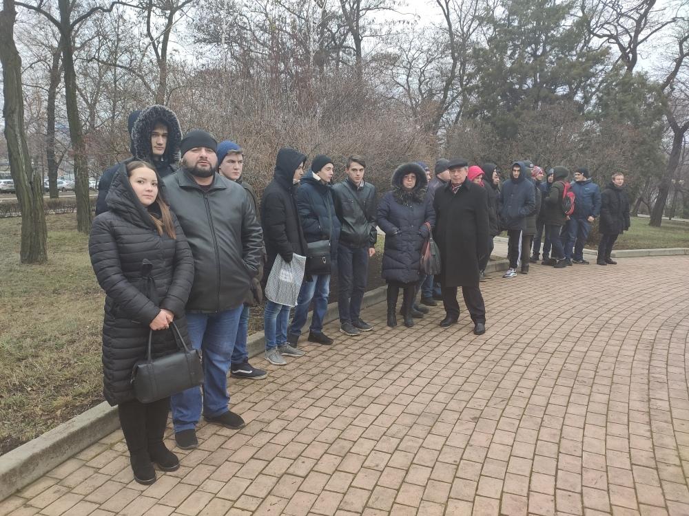 Студенты Донецкой академии транспорта вместе с преподавателями приняли участие в митинге, приуроченном ко Дню чествования участников ликвидации последствий аварии на ЧАЭС