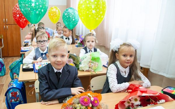 Владимир Антонов поздравил учащихся с Днем знаний