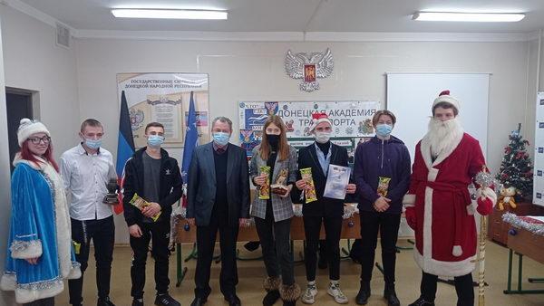 В Донецкой академии транспорта прошел новогодний финал в клубе знатоков «Что? Где? Когда?»