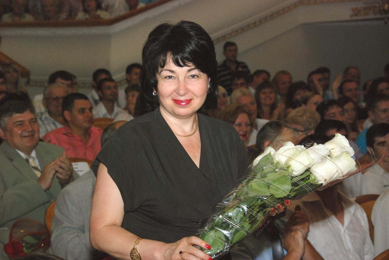 Сегодня, 28 августа 2020 года, свой День рождения отмечает наш уважаемый ректор Ирина Павловна Энглези!