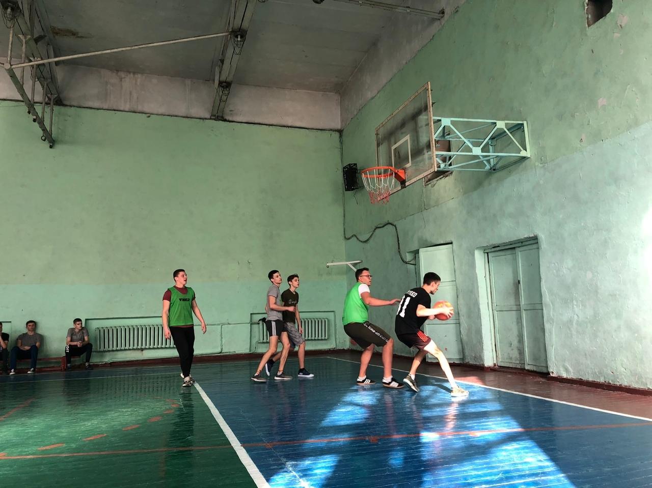Сегодня, 3 марта 2020 года, в Донецкой академии транспорта прошли соревнования по баскетболу