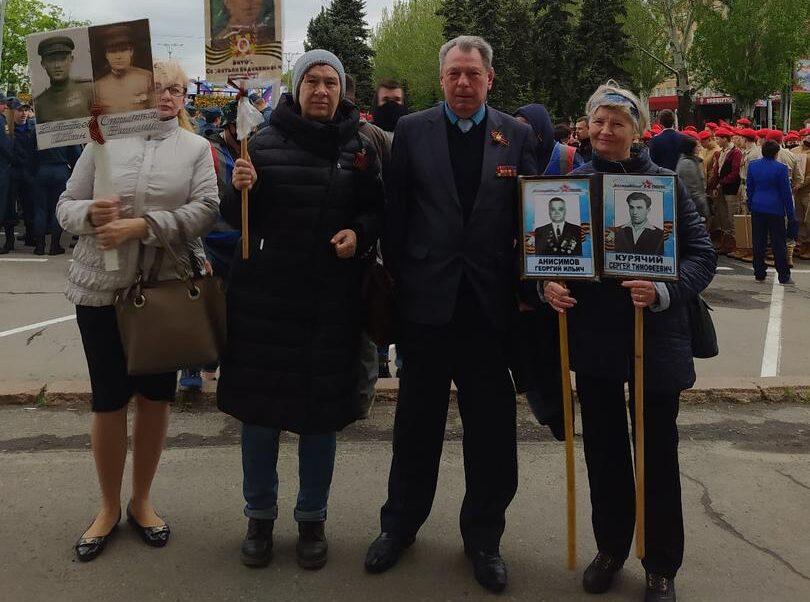 Сегодня, 9 мая 2021 года, коллектив Донецкой академии транспорта принял участие в акции «Бессмертный полк» и митинге у подножия монумента «Твоим освободителям, Донбасс!»